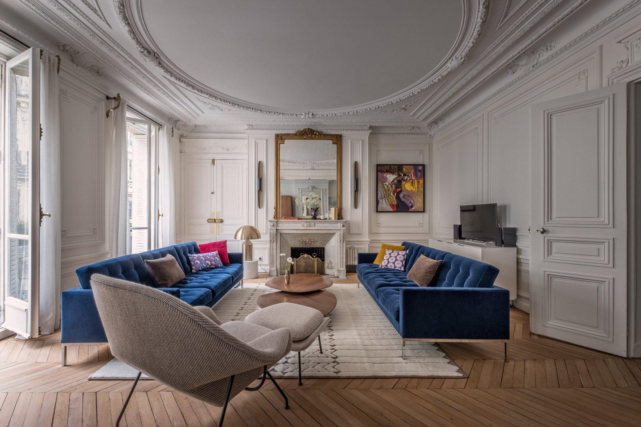 haussmannien appartement paris knoll canapé tapis moulures